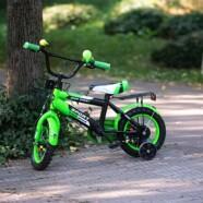 Neka dijete uživa u vožnji dječjeg bicikla